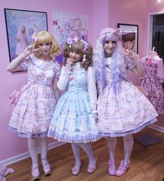 newvagabond:lovelylor:More photos from the last Fairytale Boutique fashion walk!Check out lolicutie and newvagabondtumblrs'too! <3  Haha, omg, I wonder how short I would look next to you without heels. xD