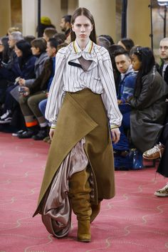 The complete Y/Project Fall 2018 Ready-to-Wear fashion show now on Vogue Runway.