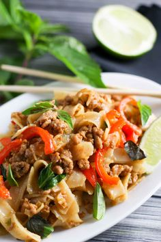 Pad Kee Mao 31 Asian Noodle Dishes That'll Make You Quit Takeout Forever Pork Recipes, Asian Recipes, Real Food Recipes, Cooking Recipes, Healthy Recipes, Noodle Recipes, Noodle Soups, Dishes Recipes, Spicy Recipes