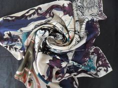 http://expert-vintage.com/foulards/79-christian-lacroix-scarf-tuch-foulard-carre-en-soie.html