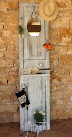 Decosurvintage : corazones Furniture Makeover, Diy Furniture, Recycled Door, Reclaimed Doors, Old Shutters, Rustic Desk, Vintage Doors, Old Doors, Industrial Furniture