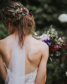 Flowers in her hair 🌿 We're loving these simple boho details. (link in bio to shop the Leigh Gown |  #regram @thelittlethingssssss 📷: @maddiebroderick)