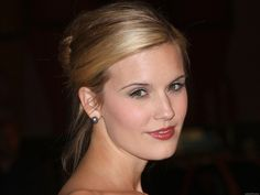 Maggie Grace Grace's next role was in the 2007 independent film Suburban Girl, alongside Sarah Michelle Gellar and Alec Baldwin. Stretch Mark Cream, Stretch Marks, The Taken, Maggie Grace, Get Up And Walk, Skin Tag, Sarah Michelle Gellar, Anti Cellulite, Warts