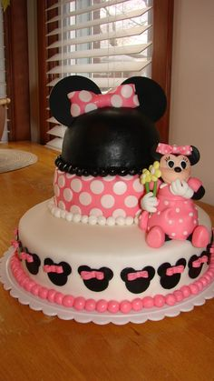 Minnie Mouse birthday cake-- LetthereBcake Facebook