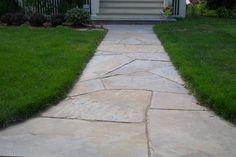 Interesting Design Of Flagstone Walkway For Exterior Home Design: Attractive Green Grass Combine With Flagstone Walkway For Traditional Exterior Design