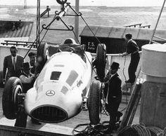 dbslrt: 1939. Mercedes remporte le 13e Grand Prix de Tripoli, signant un retentissant doublé avec la nouvelle W165. Hermann Lang a remporté la course de 393 km en à peine deux heures à une vitesse moyenne de 197,79 km/h.