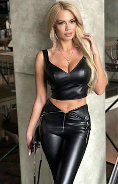 Her Kinky Closet ( Sexy Outfits, Leather And Lace, Leather Pants, Elegantes Outfit, Shiny Leggings, Leather Dresses, Mode Style, Sexy Hot Girls, Leather Fashion