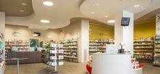 Il progetto realizzato per la Farmacia Greco prevede un'area dedicata al pubblico molto spaziosa e caratterizzata da una chiara divisione in settori...