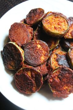 Brinjal are my favourite, i make them quite often.My mum simply loves it, it is one of her favourite veggie.These are made with the lo. Brinjal Recipes Indian, Indian Veg Recipes, Vegetarian Recipes, Healthy Recipes, Paneer Recipes, Easy Recipes, Green Brinjal Recipe, Brinjal Fry Recipe, Recipes