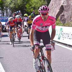 source instagram tdwsport The game is on.....Who's the boss?! @giroditalia #stage18 #fightforpink @tomdumoulin90 #attack #fightforpink #giro100 #girorosa #cycling @teamsunweb tdwsport 2017/05/26 07:15:26