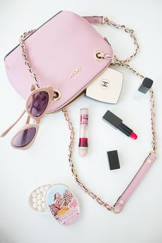 ADVENTURES IN FASHION: WW || What's In My Bag