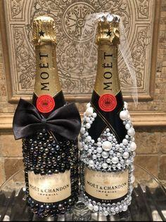 Bedazzled Liquor Bottles, Glitter Champagne Bottles, Decorated Liquor Bottles, Bling Bottles, Alcohol Bottle Decorations, Alcohol Bottle Crafts, Alcohol Gifts, Custom Bottles, Diy Wine Glasses