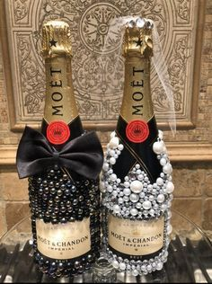 Bedazzled Liquor Bottles, Decorated Liquor Bottles, Bling Bottles, Champagne Bottles, Glitter Wine Bottles, Alcohol Bottle Decorations, Alcohol Bottle Crafts, Alcohol Gifts, Diy Wine Glasses