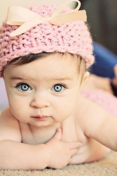 Look at those beautiful eyes! What a beautiful child!❤