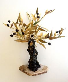 An olive tree, suitable for home or firm decoration, of whistles bronze handmade leaves and ceramic olives, on marble base. It can be also on iron base and inox or bronze olive leaves. Butterfly Tree, Olive Tree, Small Tables, White Stone, Grid, Vines, Candle Holders, Bronze, Candles