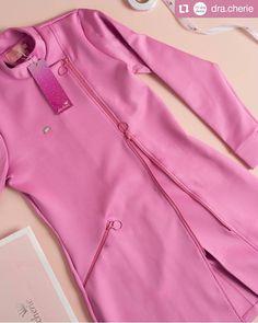 66 ideas medical doctor outfit fashion lab coats for 2019 Scrubs Outfit, Scrubs Uniform, Dental Uniforms, Salon Uniform, Spa Uniform, Beauty Uniforms, Lab Coats, Beauty Salon Decor, Nail Designer