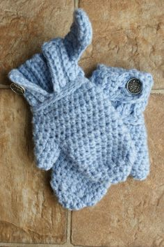 Infant Crochet Mitten Pattern.