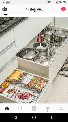 5 truques para organizar a cozinha - Casinha - Kitchen Room Design, Home Decor Kitchen, Kitchen Furniture, Kitchen Interior, Home Kitchens, Decorating Kitchen, Kitchen Drawers, Kitchen Storage, Kitchen Cabinetry