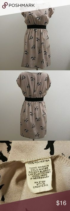 "One Clothing Bird Print Dress Black and taupe bird print dress.  Elasticized waist with an easy fit.  Size M.  Approximate measurements: bust 22"" and waist (unstretched) 14"".  In excellent pre-owned condition. one clothing Dresses Midi"