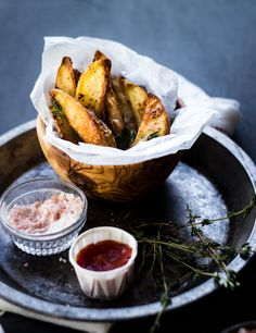 The Best Crispy Oven Fries (with Sriracha, Garlic and Thyme)