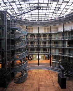 2007 Germany, Berlin  Dresdner Bank, Pariser Platz-gmp Architekten von Gerkan, Marg und Partner