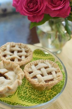 Too cute! And perfect for fall -- Mini Apple Pie Recipe http://thestir.cafemom.com/food_party/155325/easy_mini_apple_pies_recipe
