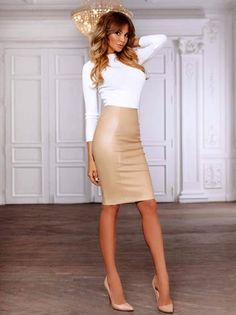 More lovely ladies clad in luscious, luxurious leather pencil skirts: . Pencil Skirt Outfits, Pencil Skirt Black, Pencil Skirts, Leggings Mode, Leggings Fashion, Leather Dresses, Leather Skirt, Pretty Dresses, Beautiful Dresses