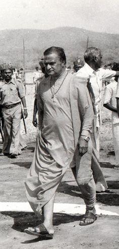 Senior NTR Photo Gallery New Movie Images, New Images Hd, New Photos Hd, Rare Images, Rare Photos, N T Rama Rao, Fall Photo Shoot Outfits, Telugu Hero, Sai Baba Hd Wallpaper