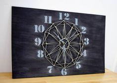 Reloj de pared con la técnica del hilorama o string art