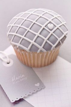 brides of adelaide magazine - coral and gray wedding - grey - cupcake