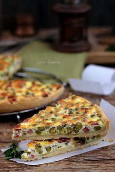 Quiche with peas and dough post Savory Tart, Romanian Food, Pinterest Recipes, Quiche, Food Inspiration, Bacon, Food And Drink, Cooking Recipes, Vegetarian