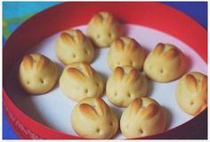 lemon bunny cookies to go with my bunny rolls. Cute Food, Good Food, Yummy Food, Yummy Treats, Easter Recipes, Holiday Recipes, Bunny Rolls, Bunny Bread, Japanese Sweets