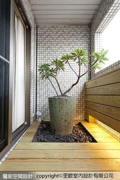 室外露台,透過南方松、白水木、卵石,燈光,鋪述盎然的生動綠意。