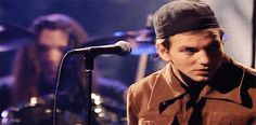In Honor Of Eddie Vedder's 50th Birthday, Here Are 57 GIFs Of Pearl Jam's…