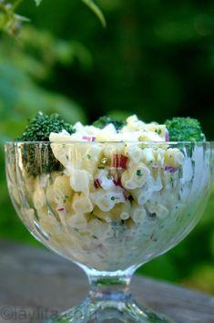 Corn, broccoli and potato salad - Laylita's Recipes Ensalada Rusa Recipe, Broccoli And Potatoes, Deli Food, Comida Latina, Side Salad, Cilantro, Potato Salad, Healthy Life, Lime