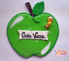 fuoriporta a forma di mela personalizzato, realizzato in fimo