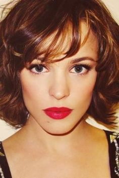Vintage Hairstyles With Bangs Rachel Mcadams Short Hair (Vintage Innocent Curly Thick Hair) - Here you can see 25 Short Hairstyles for Thick Hair that are definitely going to impress you. Just make sure that you look at all of them before making a. Thick Curly Hair, Short Hairstyles For Thick Hair, Cute Hairstyles For Short Hair, Vintage Hairstyles, Wavy Hair, Bob Hairstyles, New Hair, Curly Hair Styles, Curly Bob