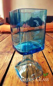 Nuevo producto sustentable en Green Glass. Copa de la botella de vidrio del GIN Bombay Sapphire. cop