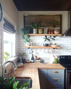 Cocinas All About Unique Kitchen Cabinets Home Decor Kitchen, New Kitchen, Kitchen Dining, Kitchen Cabinets, Kitchen Backsplash, Kitchen Wood, Kitchen Shelves, Open Shelves, Kitchen With Plants