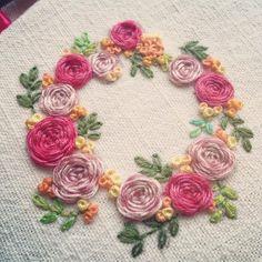 . #2015 #마지막날 #알록달록 #꽃  #스파이더웹로즈스티치 #spiderwebrose . #프랑스자수 #손자수 #자수타그램 #embroidery #handstitch #flowers  #프롬유_자수일기