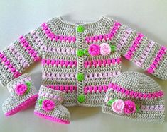 Crochet Baby Sweaters, Crochet Baby Bonnet, Crochet Cardigan Pattern, Baby Girl Crochet, Crochet Baby Clothes, Crochet For Kids, Baby Knitting, Baby Sweater Patterns, Baby Patterns