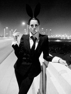 I like the drama of this shot. So much smoking though. I don't smoke haha Le Smoking, Androgynous Fashion, Dandy, Black And White Photography, Suits For Women, Playboy, Harajuku, Fashion Photography, Punk