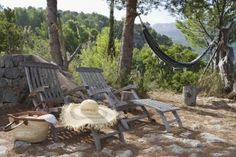 How to Refinish Aluminum Patio Furniture How to Refinish Powder-Coated Patio Furniture Lawn Furniture, Outdoor Furniture Sets, Pallet Furniture, Crochet Hammock, Stripping Furniture, Building A Patio, Landscape Timbers, Gravel Patio, Pea Gravel