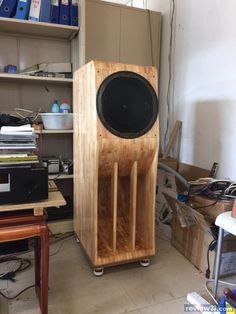 Horn Speakers, Monitor Speakers, Diy Speakers, Built In Speakers, Stereo Speakers, Audio Design, Sound Design, Wooden Cabinets, Cool Tech