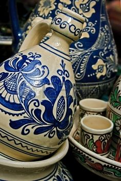 I just sold a file on Romanian traditional pottery in the village Corund, Transylvania Visit Romania, Hungarian Embroidery, Easter Art, Tag Art, Traditional House, Painted Rocks, Deco, Blue And White, Pottery
