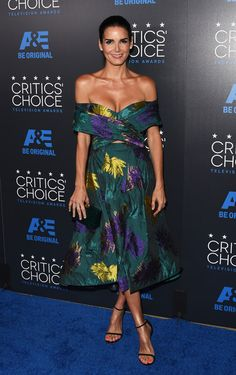 Maggie Gyllenhaal, Jaime Pressly, and Angie Harmon display PLENTY of front in strapless gowns on the Critics' Choice TV Awards red carpet Critic Choice Awards, Critics Choice, Angie Harmon, Tv Awards, Texas, Star Wars, Glamour, Christian Siriano, Red Carpet Fashion