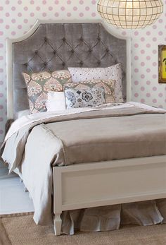 Beverly : Tufted Bed
