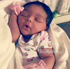 The baby fever is real! Cute Mixed Babies, Cute Black Babies, Beautiful Black Babies, Cute Little Baby, Baby Kind, Pretty Baby, Cute Baby Girl, Beautiful Children, Little Babies