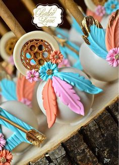 Close-up of my dream catcher cake pops for this weekend's pow wow themed baby shower 💕 Inspired by gorgeous dream catcher apples! Baby Shower Desserts, Baby Shower Cakes, Baby Shower Themes, Dream Catcher Cake, Dream Catchers, Boho Cake, Boho Theme, Boho Baby Shower, Candy Apples