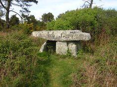 Dolmen de Rostudel, commune de Crozon                                                                                                                                                     Plus